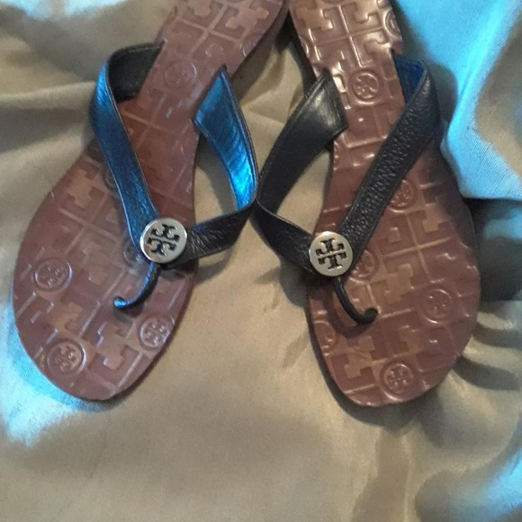 887233d5f36f2d Tory Burch Black Leather Flip Flops. M 5c3caa82534ef90148e6784b